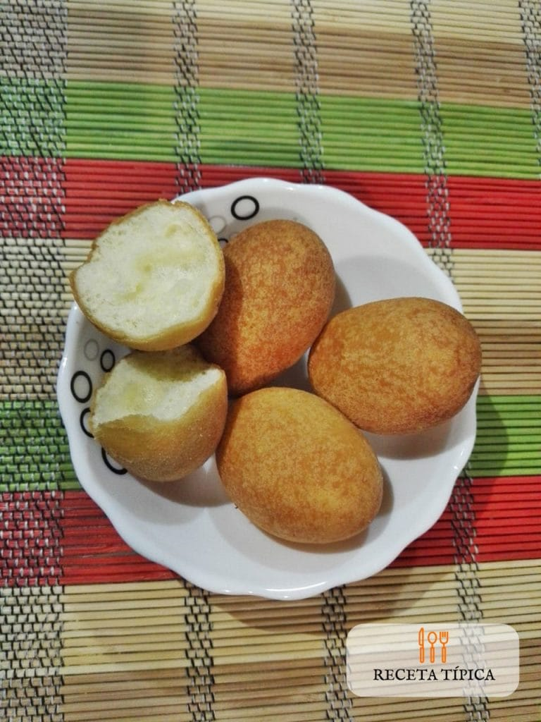 Delicious Colombian buñuelos (Cheese fritters)