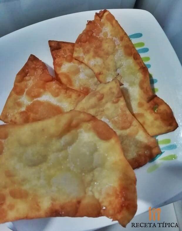 Dish with hojuelas