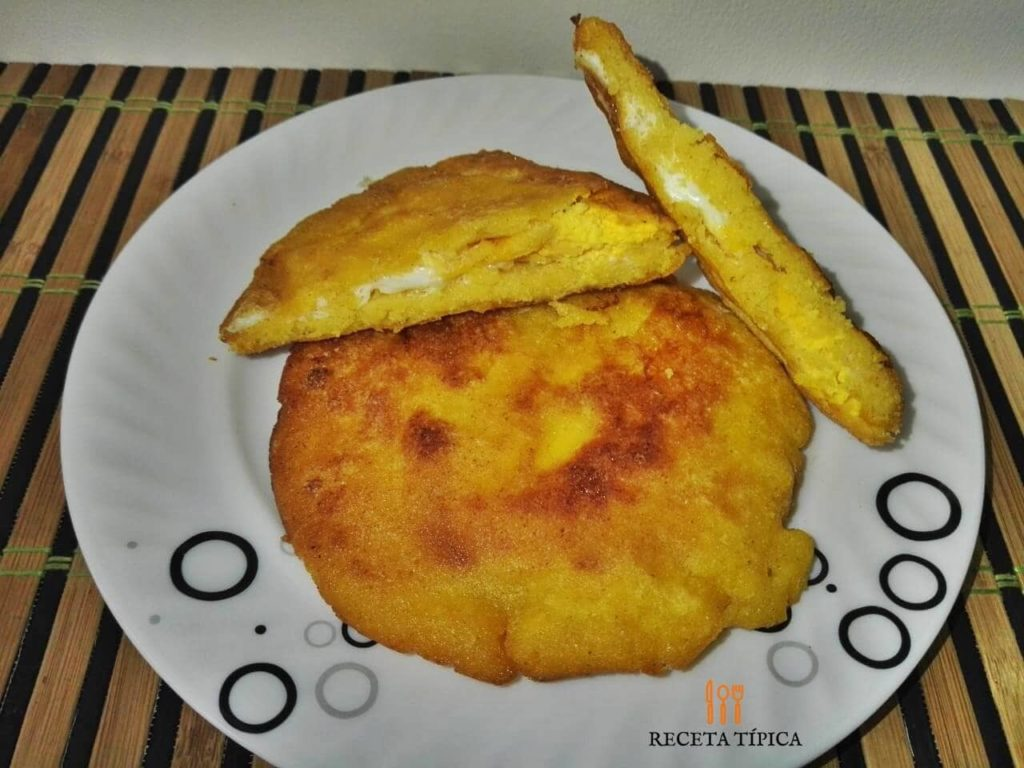 Dish with Egg stuffed arepa