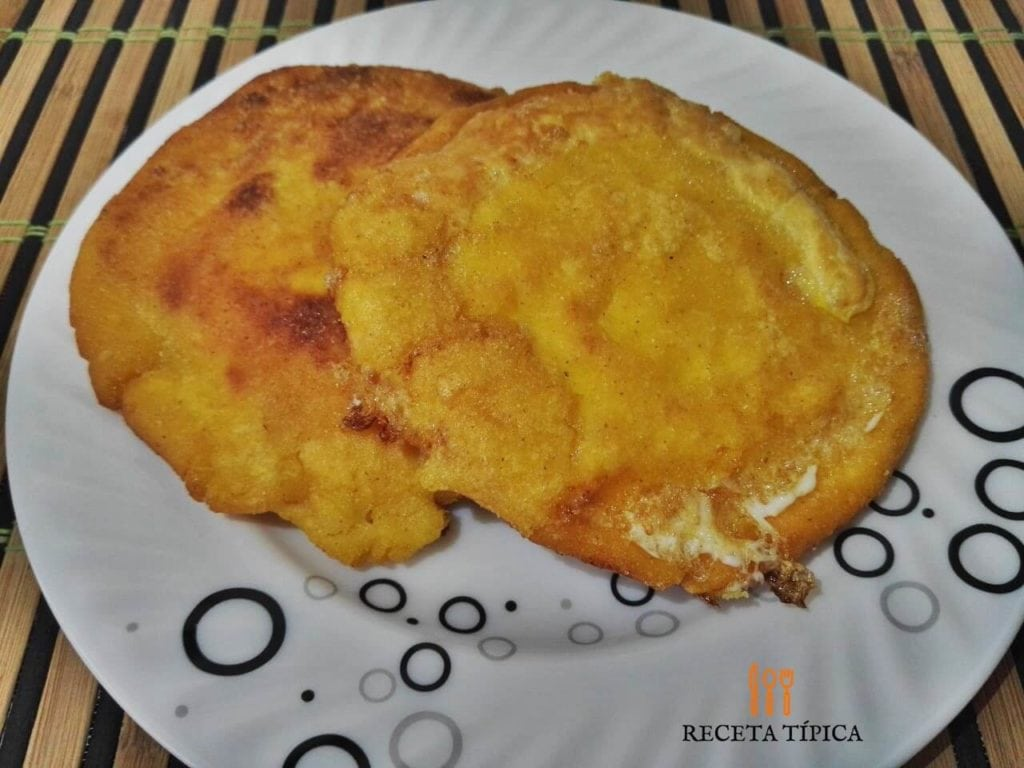 Egg stuffed arepa
