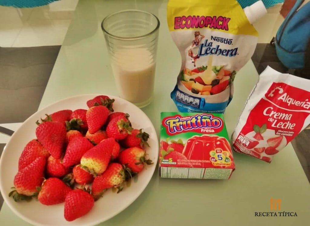 Ingredients for preparing strawberry dessert