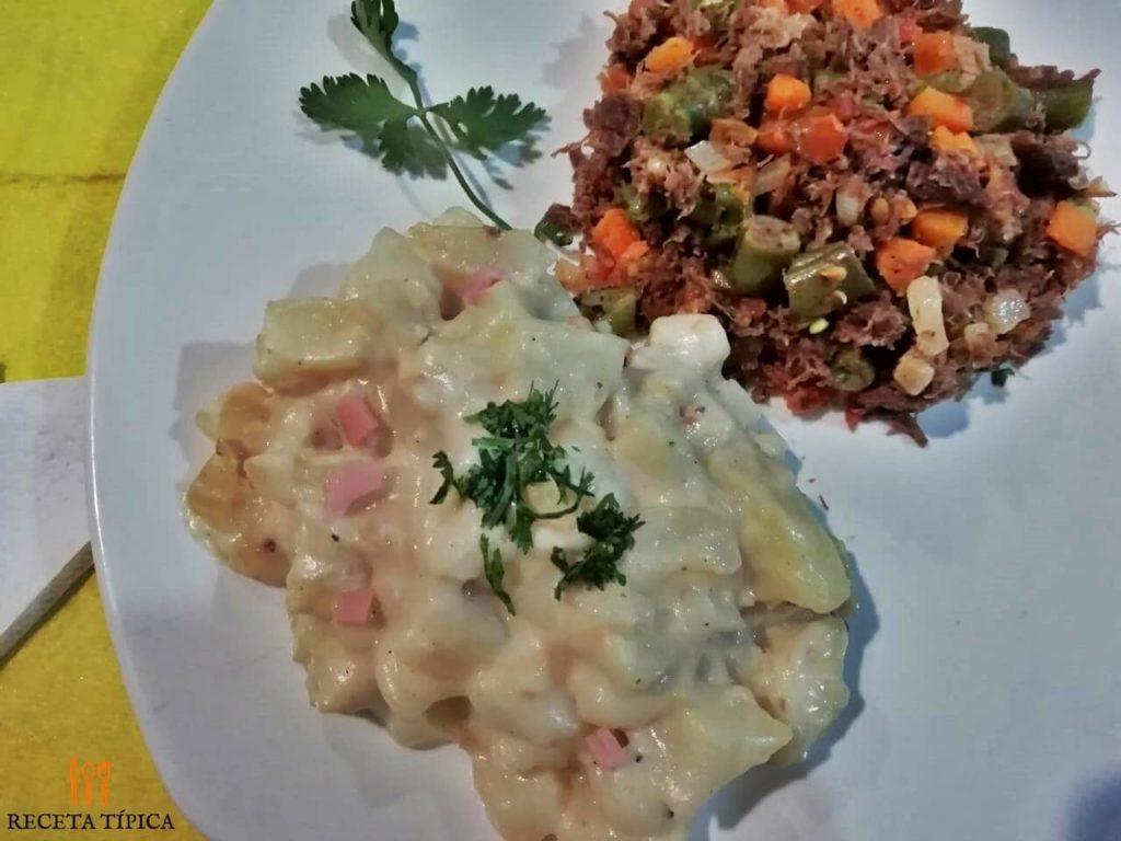 Dish with alfredo potatoes