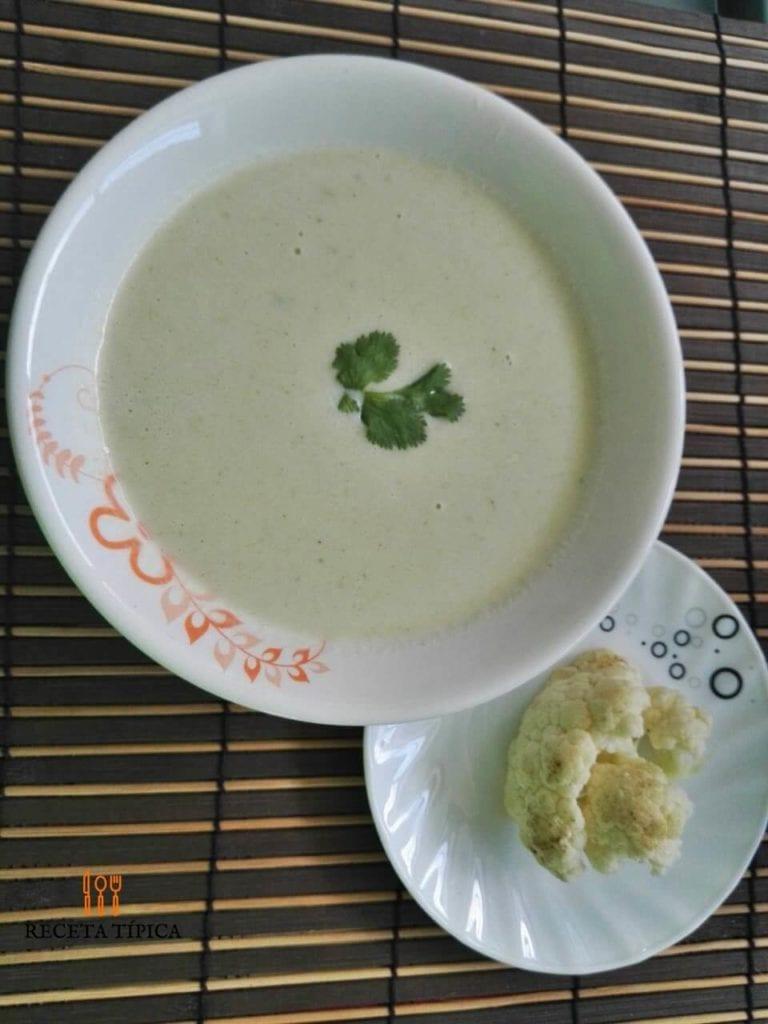 Plate with cauliflower cream