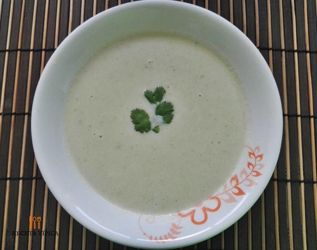 Dish with cauliflower cream