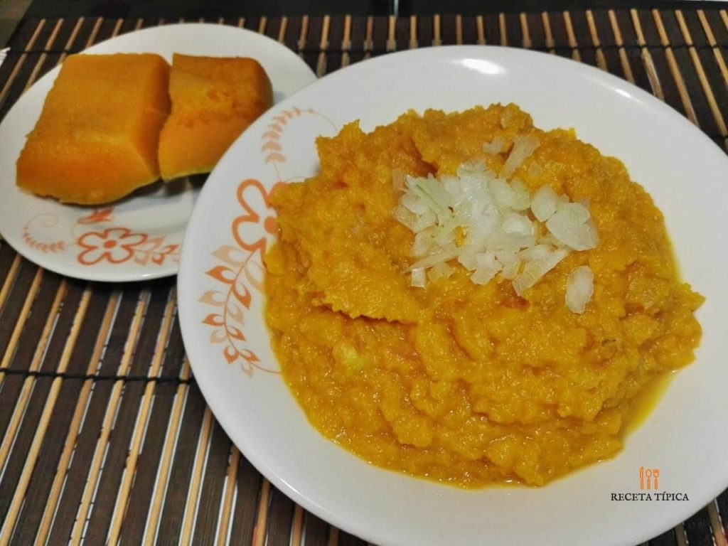 Plate with mashed pumpkin