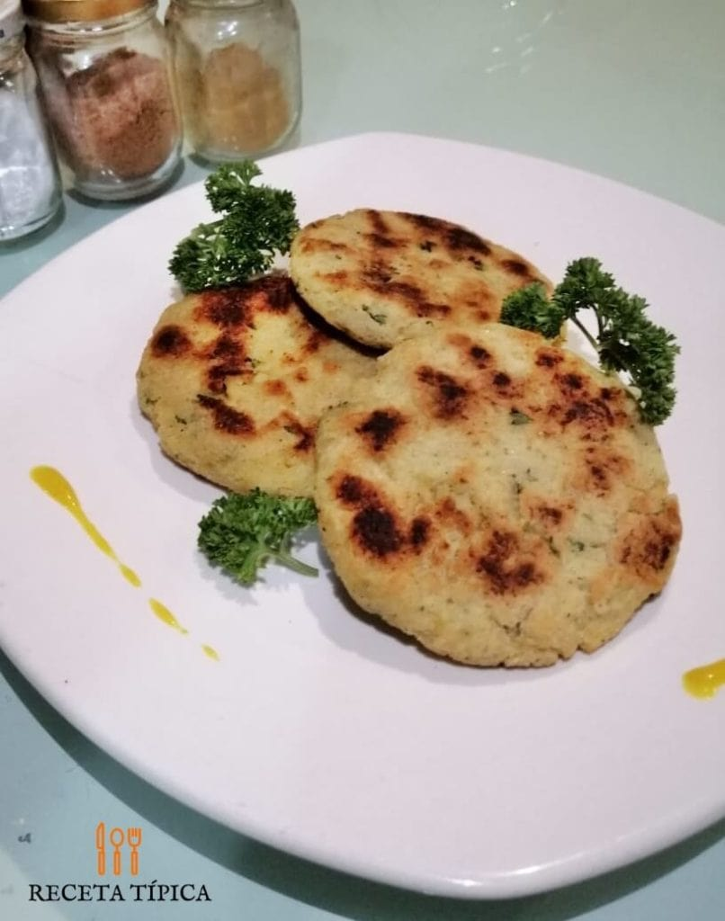 Dish with cauliflower fritters