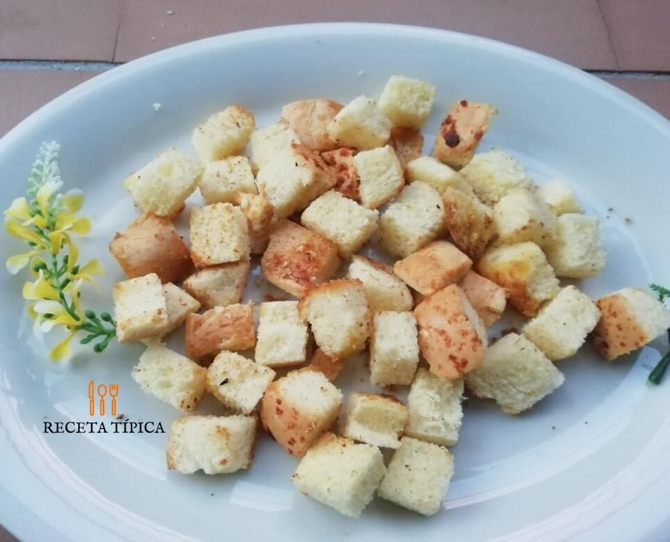 Plate with croutons